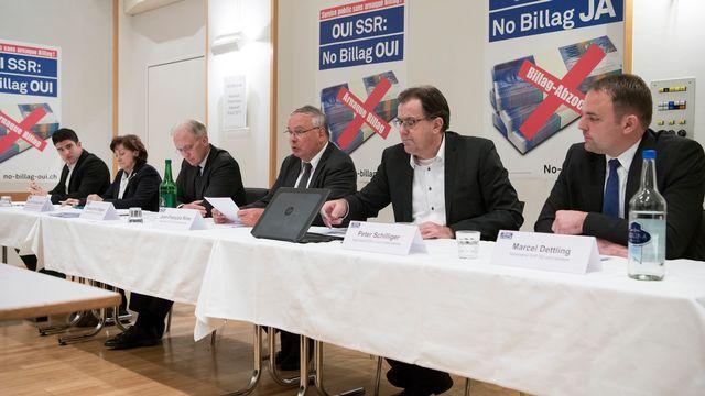 Le comité de soutien à No Billag avec de gauche à droite Matthias Mueller (Jeunes PLR), Sylvia Flueckiger-Baeni )UDC/AG), Hans-Ulrich Bigler (UDC/ZH), Jean-Francois Rime (UDC/FR), Peter Schilliger (PLR/LU) et Marcel Dettling (UDC/SZ). [Peter Schneider - Keystone]