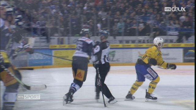 Hockey: Viktor Stalberg est suspendu pour avoir frappé un arbitre [RTS]