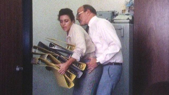 Scène de harcèlement sexuel au travail (reconstitution). [RTS]
