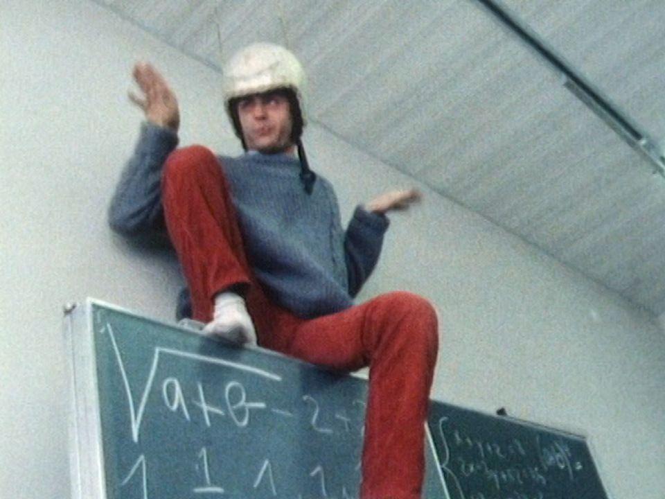 En 1986, Laurent Deshusses en leçon de science, un insecte piquant. [RTS]