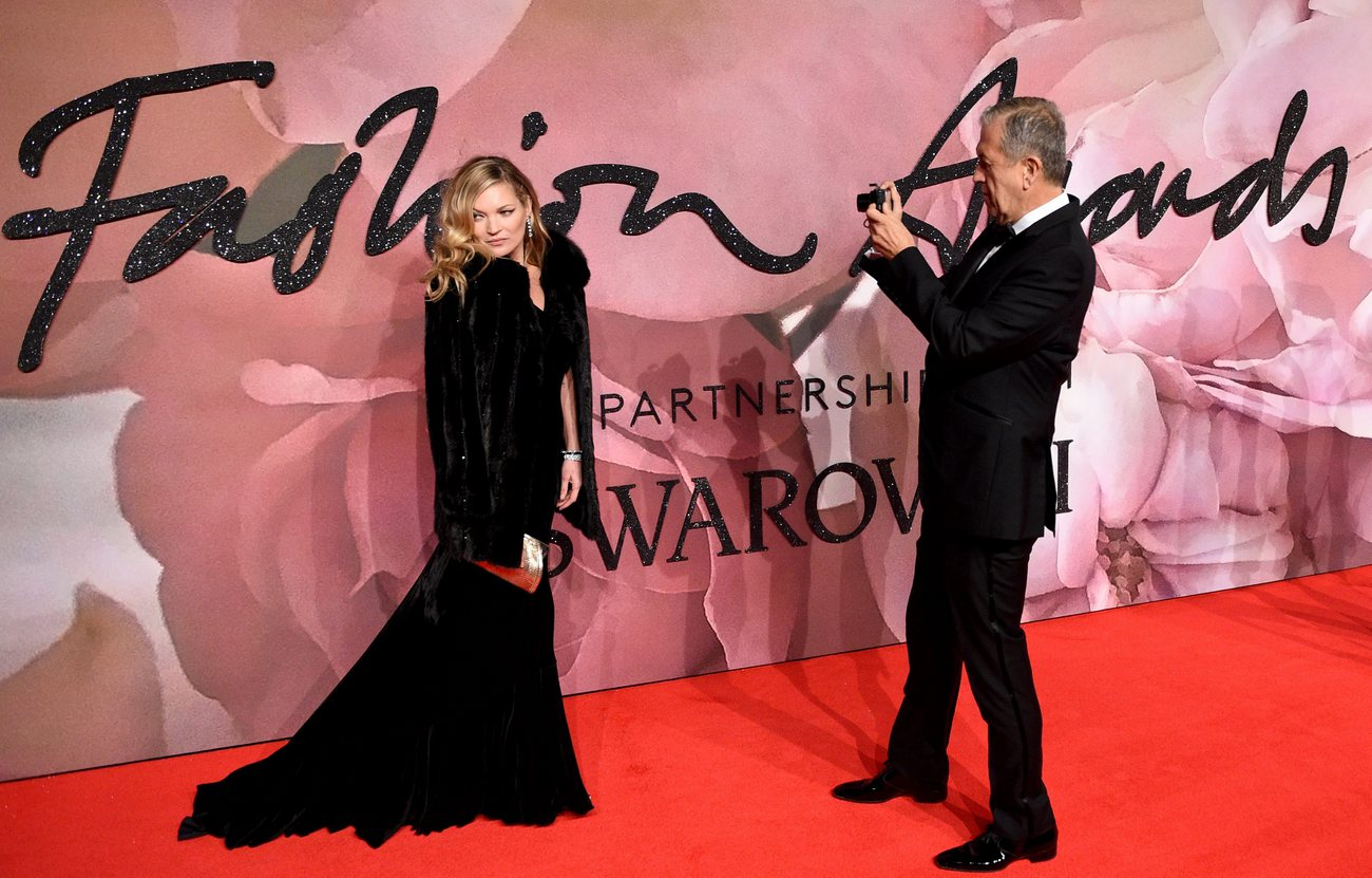 Le photographe Mario Testino et la mannequin Kate Moss aux British Fashion Awards de Londres, le 5 décembre 2016.