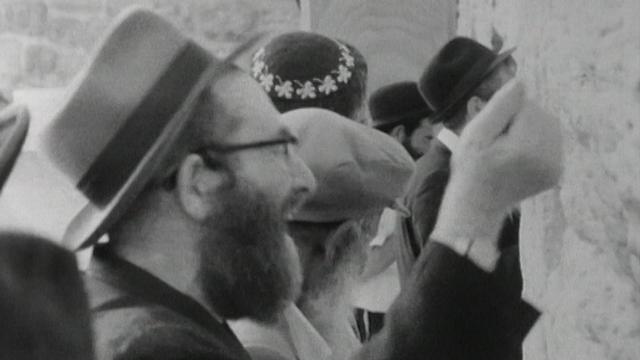 Les Juifs ont à nouveau accès au Mur des Lamentations après l'annexion israélienne de Jérusalem-Est en 1967. [RTS]