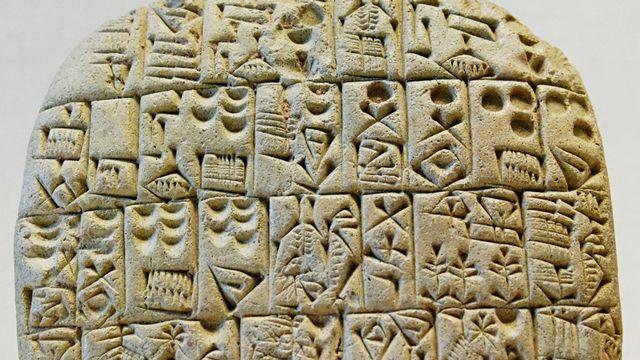 Contrat archaïque sumérien concernant la vente d'un champ et d'une maison. Shuruppak, inscription pré-cunéiforme (2600 av. J.-C.) [wikimedia ]