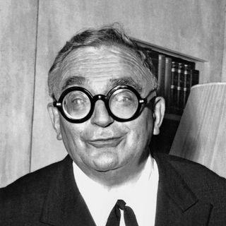Portrait non daté de Marcel Achard, auteur dramatique et président du jury à Cannes en 1959. [AFP]