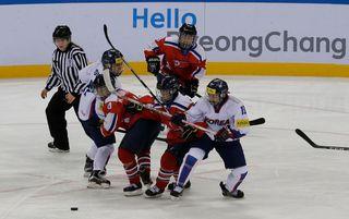 La Corée du Nord et la Corée du Sud aligneront une seule équipe dans le tournoi féminin de hockey sur glace aux JO.  [Ahn Young-joon - AP/Keystone]