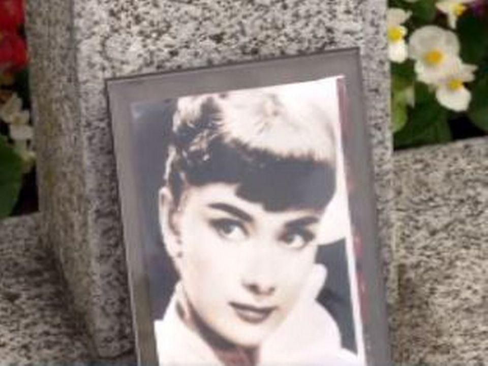 Tombe d'Audrey Hepburn à Tolochenaz. [RTS]