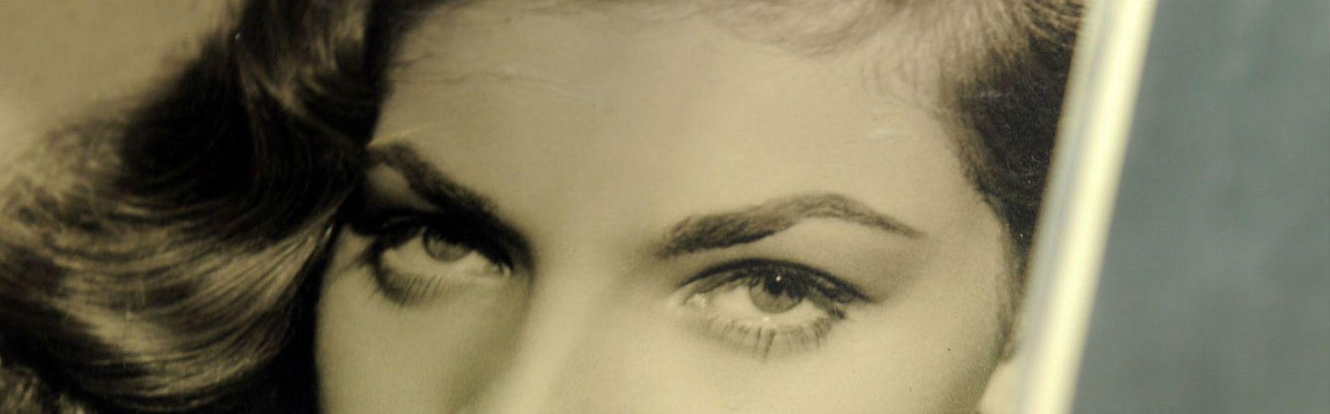 Photo dédicacée de Lauren Bacall. [Gabriel Bouys - AFP]