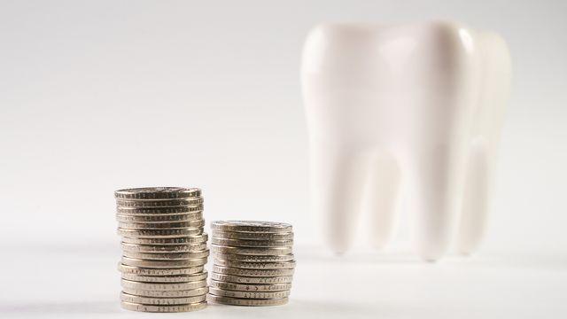 Les frais dentaires sont plus chers lorsqu'ils ne sont pas pris en charge par l'assurance. [Gecko Studio - fotolia]