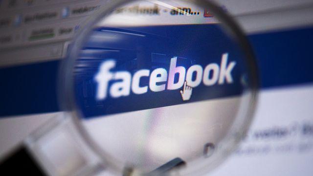 Le logo de Facebook. [DPA/Arno Burgi - Keystone]