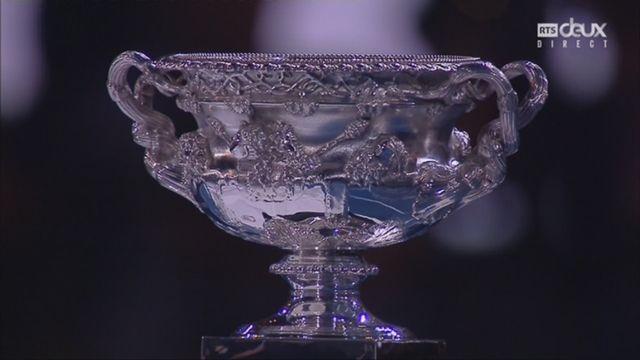 Messieurs, finale: Federer (SUI) - Cilic (CRO) (6-2, 6-7, 6-3, 3-6, 6-1): la remise du trophée et la réaction de Federer après la match [RTS]