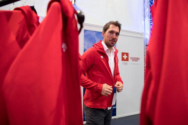 Carlo Janka lors de l'essayage des habits pour les Jeux. [Anthony Anex - Keystone]