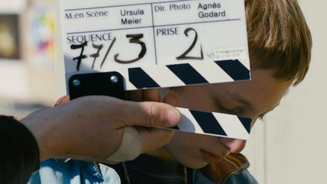 """Kacey Mottet Klein sous la direction d'Ursula Meier, une image du court métrage """"Kacey Mottet Klein, naissance d'un acteur"""" de la collection des Petites leçons de cinéma. [© Milos-Films SA  - La Lanterne Magique ]"""
