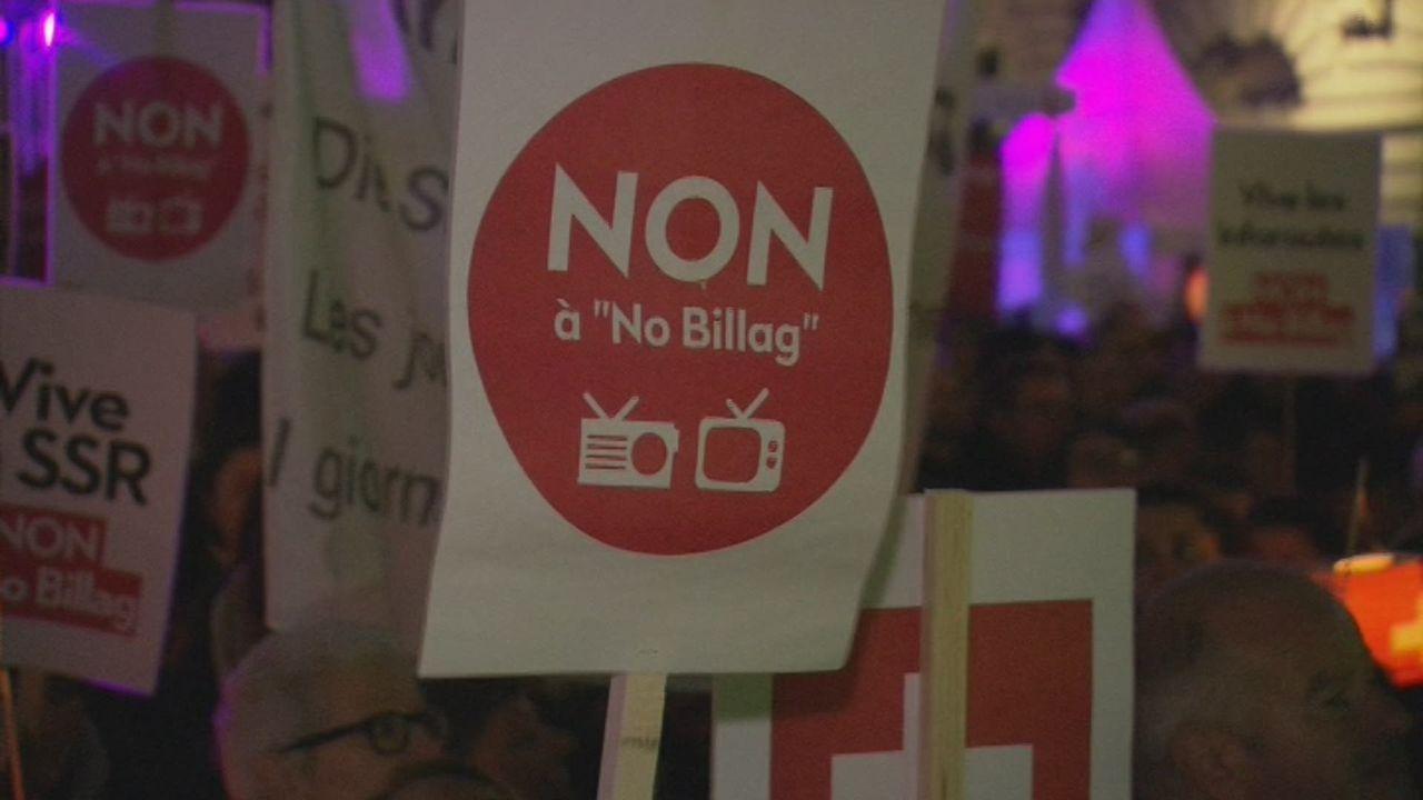 Les images des manifestants réunis à Berne contre No Billag [RTS]