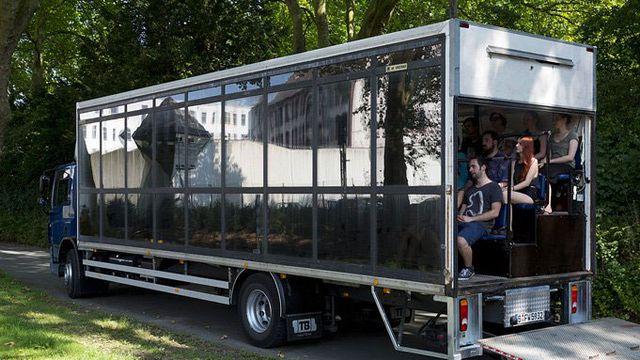"""Le camion du spectacle """"Cargo Congo"""".  [Théâtre de Vidy/DR]"""