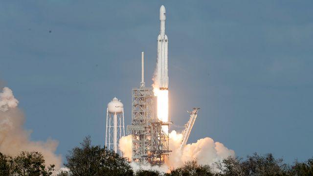 La fusée Falcon Heavy de la compagnie SpaceX a réussi son premier décollage le 6 février 2018. [Joe Skipper - Reuters]