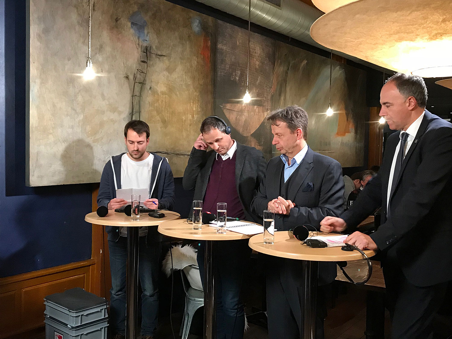 Débat de Forum en direct de la Brasserie du Grand-Pont, à Sion (VS).