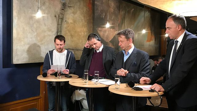 Débat de Forum en direct de la Brasserie du Grand-Pont, à Sion (VS). [Marie Giovanola - RTS]