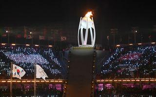 La flamme olympique, durant la cérémonie d'ouverture des JO de PyeongChang. [Daniel Kopatsch - Keystone]