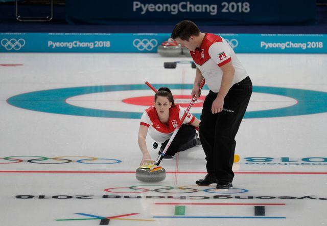 Jenny Perret et son coéquipier Martin Rios n'ont rien pu faire face aux Canadiens. [Aaron Favila - Keystone]