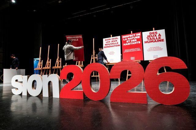 Préparatifs de la conférence de presse lançant la campagne en faveur de la candidature de Sion 2026. [Olivier Maire - Keystone]