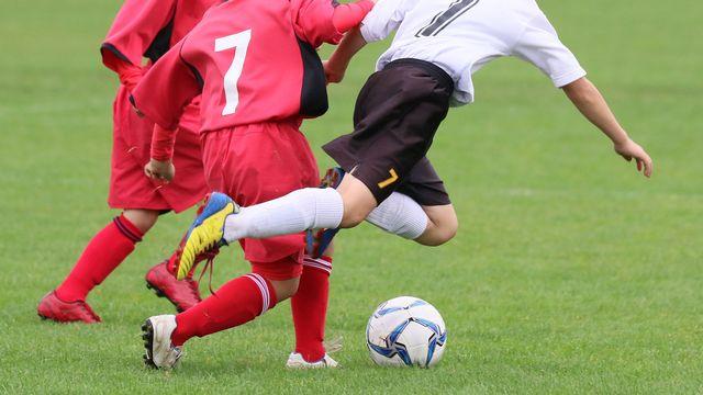 Un tacle au football peut être puni au pénal. [makieni - Fotolia]