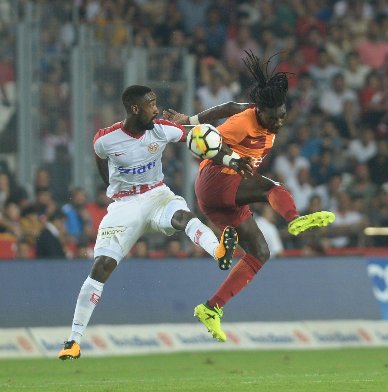 Djourou a porté pendant une saison les couleurs d'Antalyaspor. [Suleyman Elcin - AFP]
