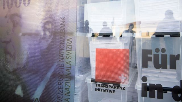 L'initiative pour la transparence des partis a été déposée en octobre 2017 à Berne. [Anthony Anex - Keystone]