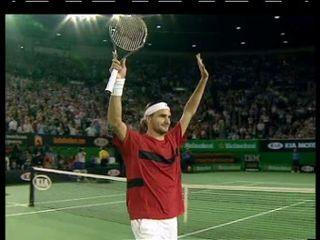 Roger Federer devient numéro 1 ATP après sa victoire en demi-finale de l'Open d'Australie 2004 [RTS]