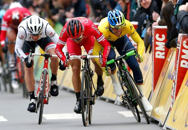 Cyclisme, Paris - Nice [Australian rider Michael Matthews (R) of Orica GreenEdge team and French rider Nacer Bouhanni (C) of Cofidis Solutions Credits team sprint to the finish line of the second stage of the Paris-Nice cycling race over 213.5km from Contres to Commentry, France, 08 March 2016. - Keystone]