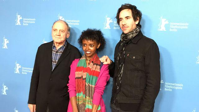 Le réalisateur Germinal Roaux accompagné de Bruno Ganz et Kidist Siyum. [Raphaele Bouchet - RTS]