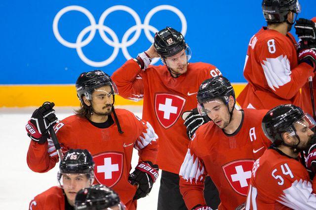 Haas (au centre) et Cie retournent au pays la tête basse. [Alexandra Wey - Keystone]