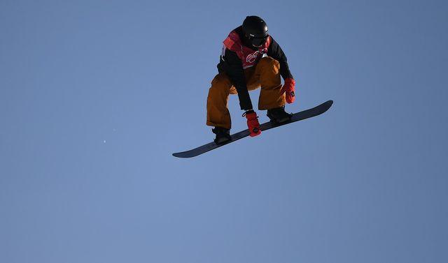 Michael Schärer lors des qualifications pour la finale du Big Air en snowboard. [Daniel Kopatsch - EPA/Keystone]