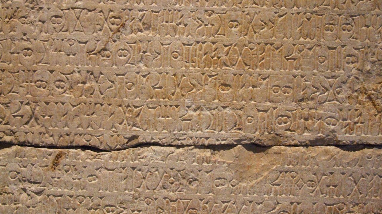 Un exemple d'écriture cunéiforme. [Omer Genc - Fotolia]