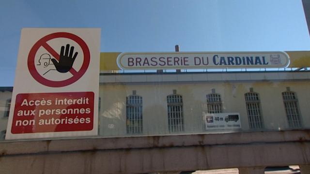 2010: c'est la fin de la brasserie du Cardinal à Fribourg. [RTS]