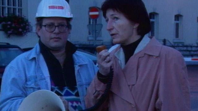 La conseillère d'Etat Ruth Luethi apporte son soutien aux ouvriers de la brasserie du Cardinal, 1996. [RTS]