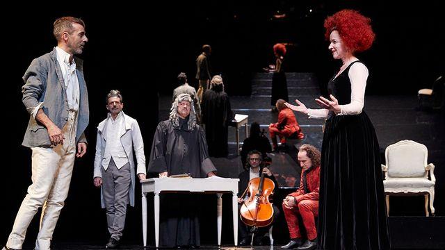 """Joan Mompart et Christine Vouilloz dans """"Le Mariage de Figaro"""" de Joan Mompart. [Marc Vanappelghem - comedie.ch]"""