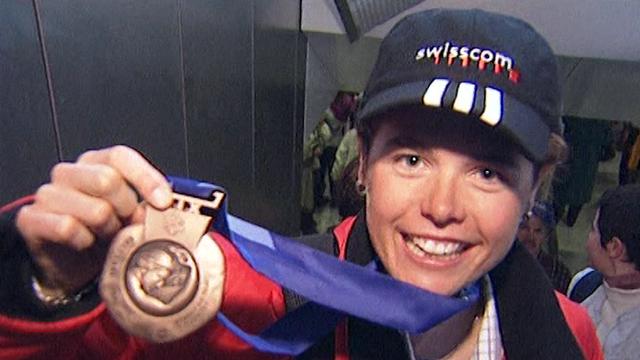 Laurence Rochat, skieuse de fond, à son retour de Salt Lake City en 2002. [RTS]