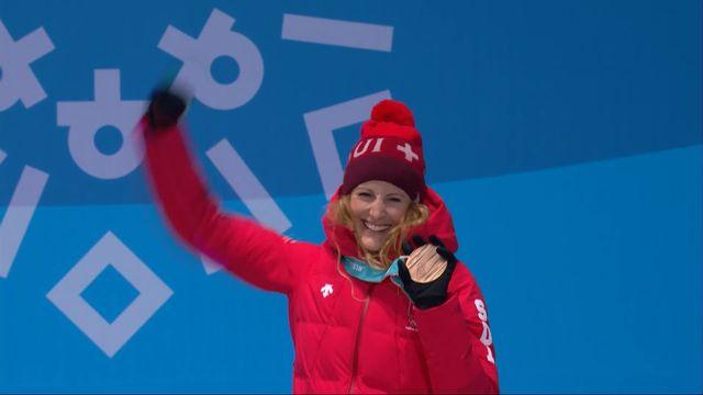 Fanny Smith reçoit sa médaille de bronze [RTS]