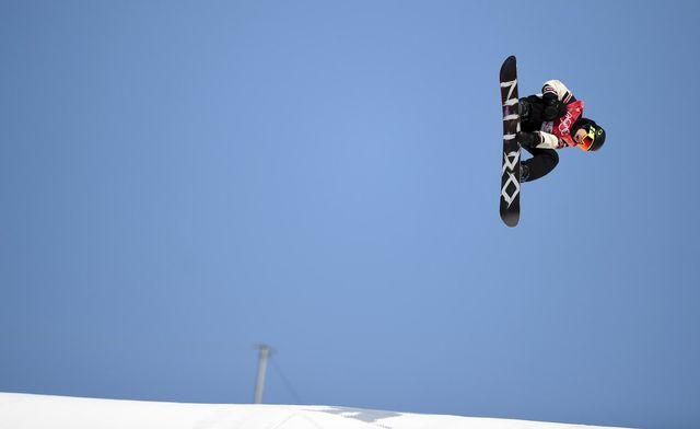 Le champion olympique de Big Air Sébastien Toutant lors des qualifications le 21 février. [Daniel Kopatsch - EPA/Keystone]