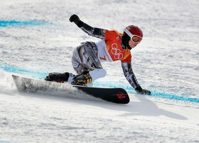 La Tchèque Ester Ledecka lors du slalom géant parallèle. [Gregory Bull - AP Photo/Keystone]