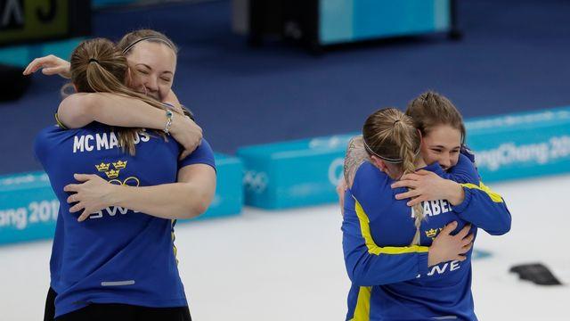 Les Suédois jubilent après leur titre. [Natacha Pisarenko - AP Photo/Keystone]