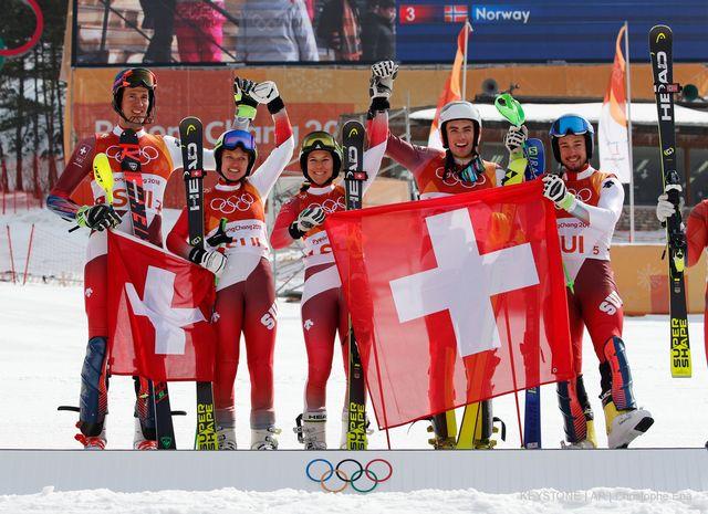 24 février: la Suisse devient la 1re nation championne olympique du Team event. Ramon Zenhäusern, Denise Feierabend, Wendy Holdener, Daniel Yule et Luca -Aerni au top. [Keystone]