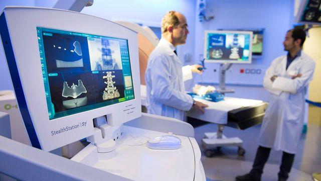 L'augmentation des coûts de la santé s'explique notamment par une croissance des coûts des traitements ambulatoires. [Jean-Christophe Bott - Keystone]
