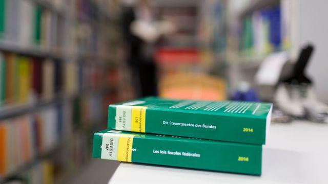 Les lois fiscales fédérales, photographiées à l'Administration fédérale des impôts. [GaËtan Bally - Keystone]