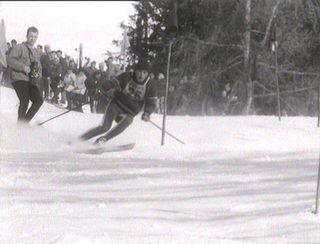 Skieur en action au Mont-Lachaux en 1963. [RTS]