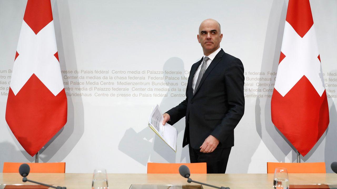 Le conseiller fédéral Alain Berset lors d'une conférence de presse, le 2 mars 2018 à Berne. [Peter Klaunzer - Keystone]