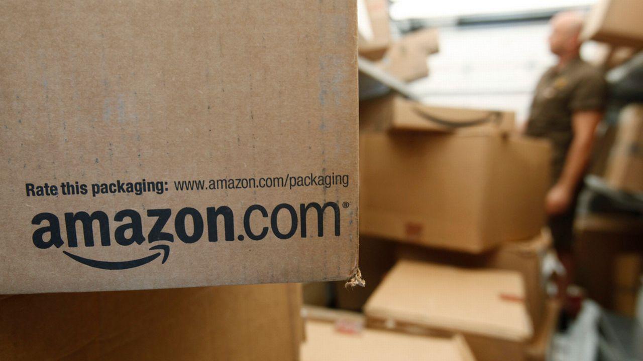 Le partenariat en discussion entre Amazon et La Poste suscite l'inquiétude des acteurs privés en Suisse. [Paul Sakuma - AP/Keystone]