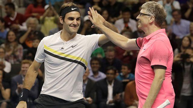 La bonne entente entre Federer et Gates. [Jeff Chiu - Keystone]