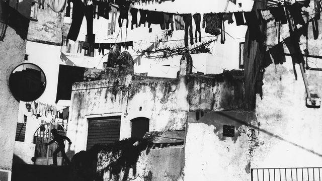 "Mario Giacomelli, de la série ""Puglia"", 1958. Epreuve au gélatino-bromure d'argent. Taille de l'image: 29.5 x 39.5 cm. [© Archivio Mario Giacomelli - Senigallia, Italie]"
