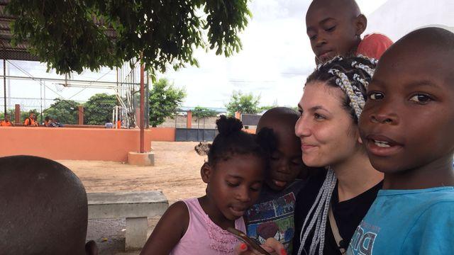 Sonia travaille dans un orphelinat dirigé par l'organisation religieuse ReMar. [Cédric Guigon - RTS]